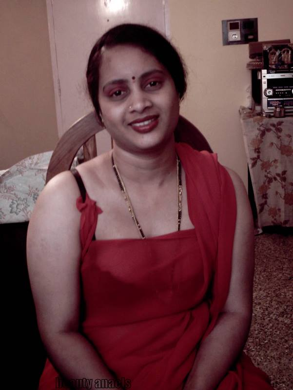 Hot Abitha Aunty Stills  Beautyanaels-2729