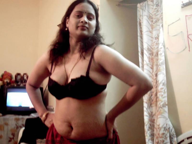 Hot Abitha Aunty Stills  Beautyanaels-2581